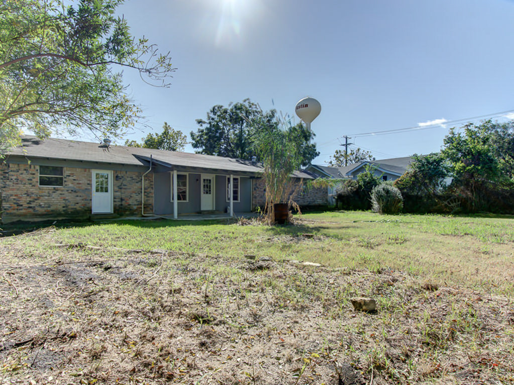 Home at 208 West 4th Street Justin Texas 76247